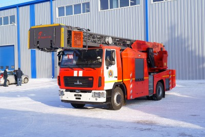 Фото Автолестница пожарная АЛ-32 (5340) со съемной люлькой на вершине стрелы